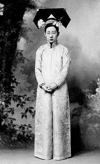 evolution qipao cheongsam dress Qing Dynasty Lady