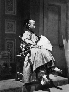 evolution qipao cheongsam dress Qing Dynasty Banner Girl